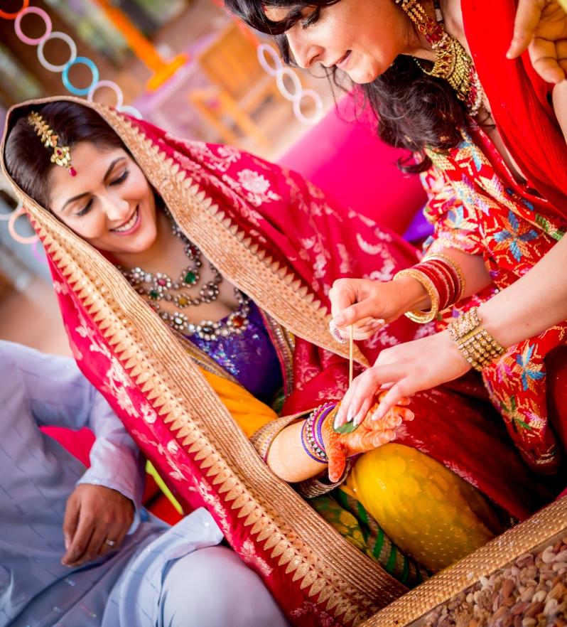 Photo Tantra Sahiba mehendi lehenga Neelam Soni multi coloured jewellery