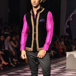 What a brilliant idea - the dark jacket offsets the bright pink sleeves. Hot, hot, hot!