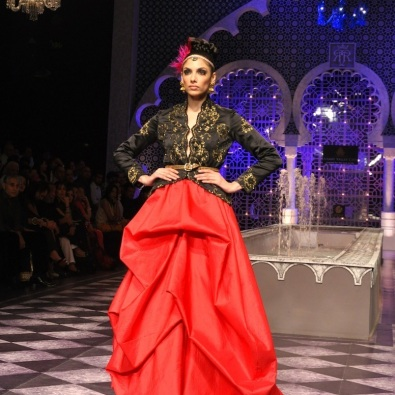 It looked stunning in person. Call it Marchesa-inspired, not a rip-off. Only because he put an Indian spin to it with that embroidered jacket. And also because it looks too beautiful to care about who it was inspired and/or copied from!