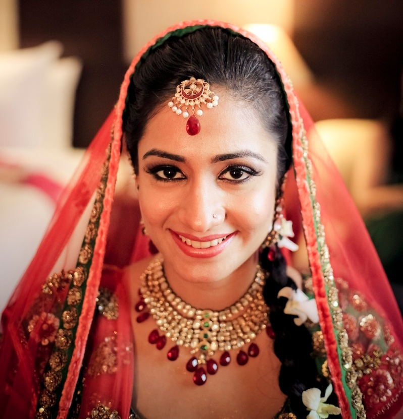 look with dupatta prathna best wedding lehenga 2012