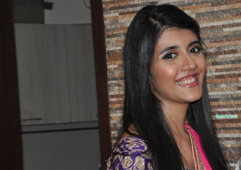 Chandni Singh bridal makeup artist review home lighting 3