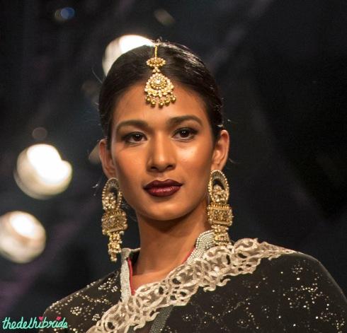 Polki maang tikka big earrings Meera & Muzaffar Ali India Bridal Fashion Week 2014