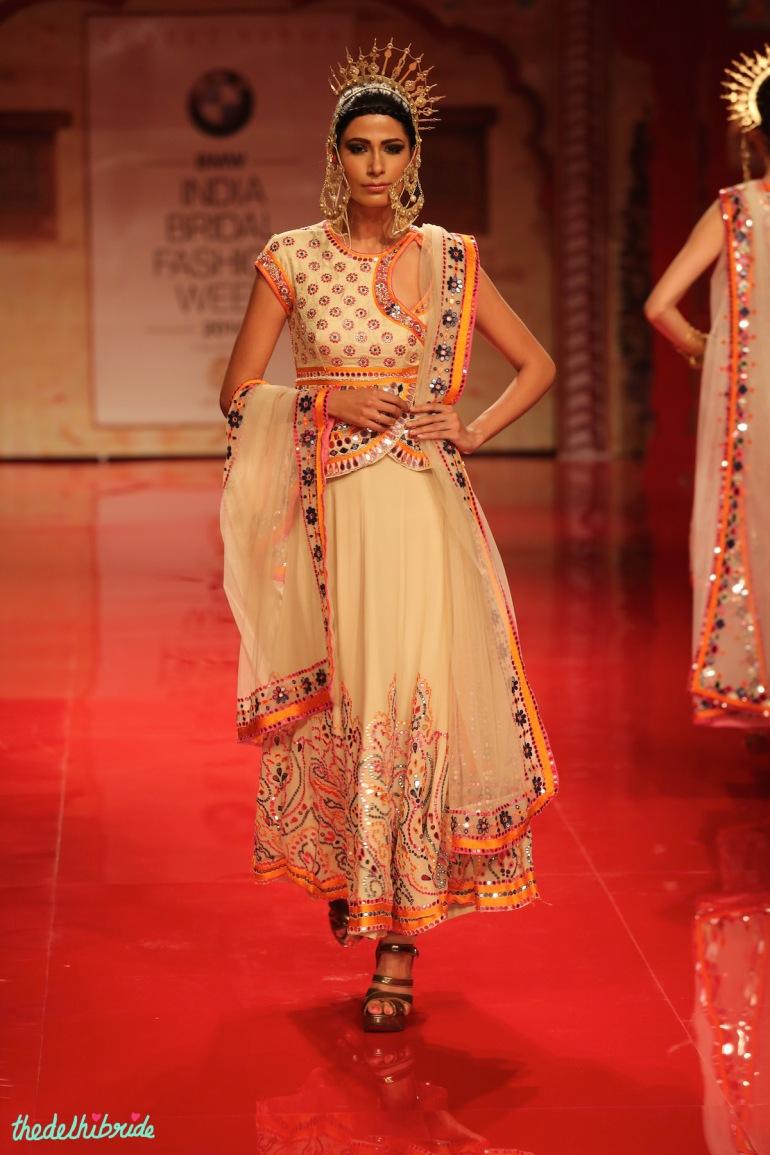 top picks white ethnic suit Suneet Varma India Bridal Fashion Week 2014