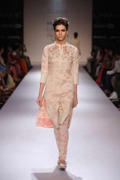 Marg by Soumitra Ivory kurta with mandarin collar and print lining