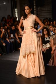 Ridhi Mehra crop top skirt lehenga in blush pink