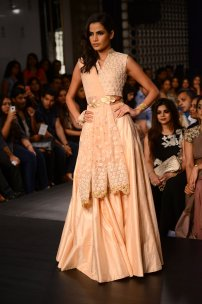 Ridhi Mehra crop top skirt lehenga in blush pink