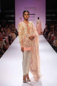 Zara Shahjahan floral top