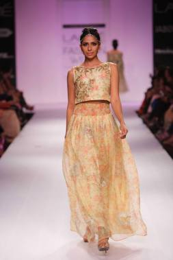 Zara Shahjahan pretty floral print on pastel crop top and skirt