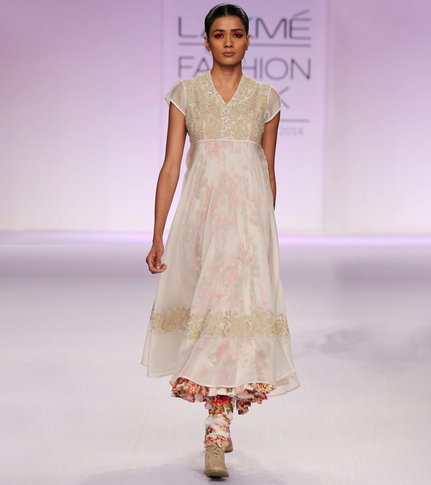 18500 Ecru & Floral Embroidered Silk Chanderi Kurta Set PRAMA by Pratima Pandey