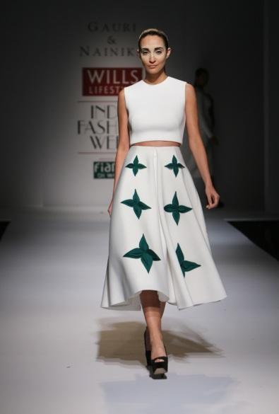 Midi skirt = comfort at work = LOVE