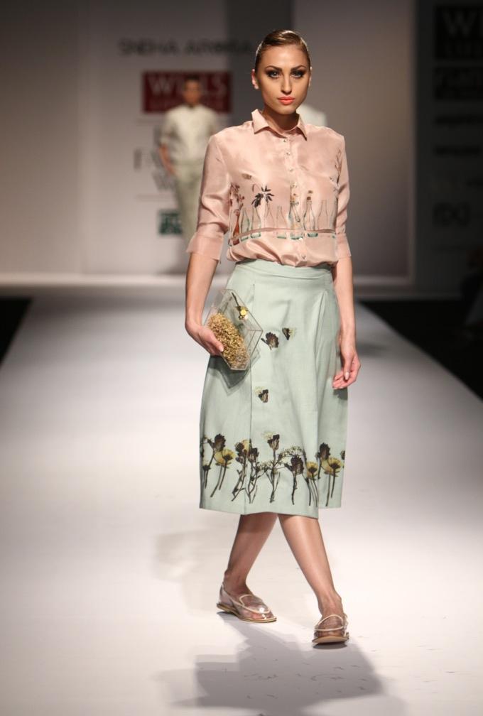 sneha-arora-fabulous-pastel-print-blouse