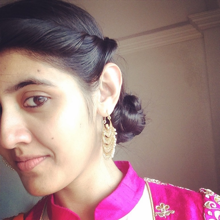 8 DIY messy side bun on sangeet