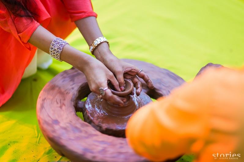 Entertainment at Mehendi Brij Holi pottery making Shonan & Adesh | thedelhibride Indian weddings blog