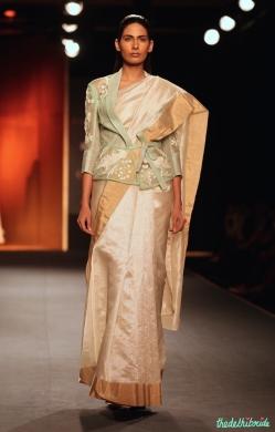 Another jacket sari that had pretty hues
