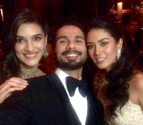 Kriti Sanon selfie with Shahid & Mira