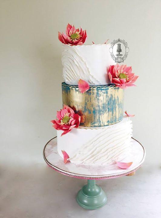 Shahid Kapoor Mira Rajput beautiful hand painted wedding cake at reception party in Delhi