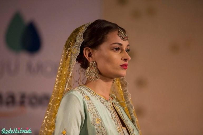 Jewellery & makeup - Anju Modi - Amazon India Couture Week 2015 - Chand baali earrings and maang tikka