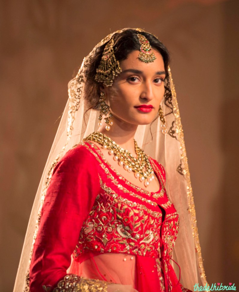 Jewellery & makeup - Anju Modi - Amazon India Couture Week 2015 - traditional Indian bride look and style - polki and pearls neckpiece and maang tikka and jhoomar