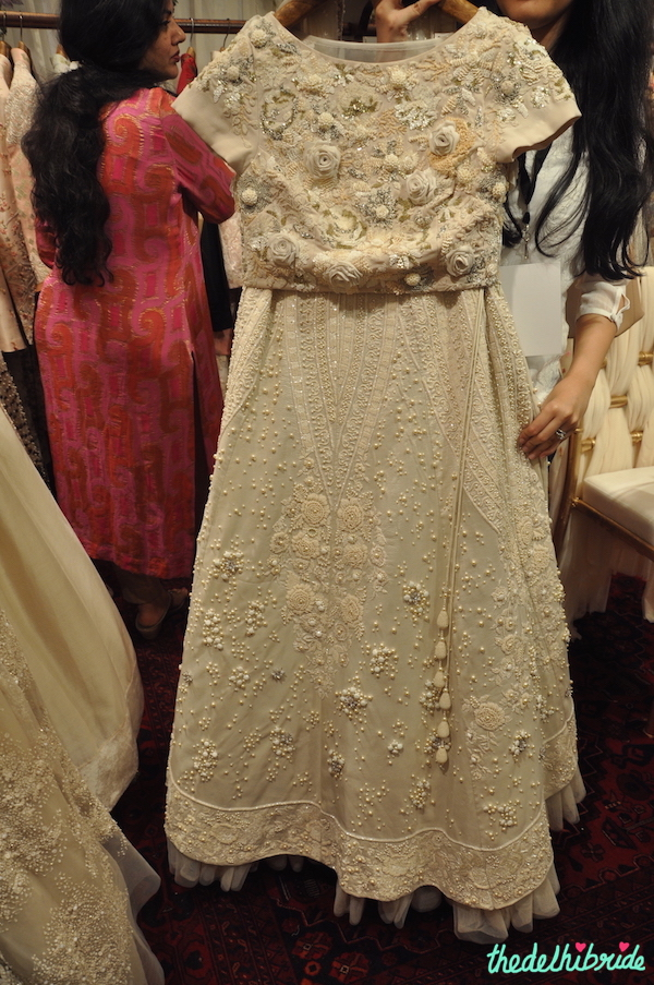 Varun Bahl - Ivory Lehenga with Floral Embroidery 1.- Vogue Wedding Show 2015