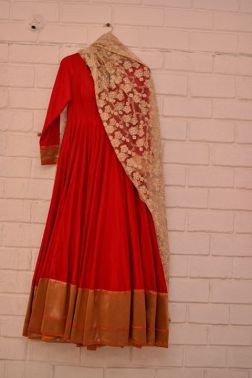 Trousseau Pick! The beauty of this anarkali lies in its simplicity.