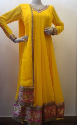 Oomph factory - Yellow anarkali suit - Meherchand market wedding shopping guide