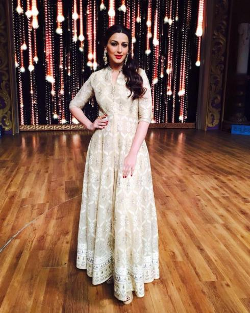 Sonali Bendre in a white Banaras net brocade suit by Anita Dongre - Bollywood - Celebrity fashion 2016