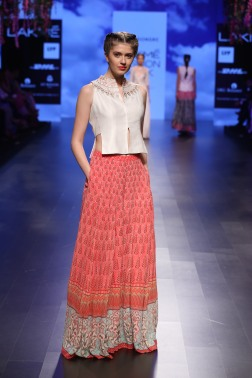 6 Shades of red on print lehenga | Anita Dongre Love Notes | Lakme Fashion Week 2016