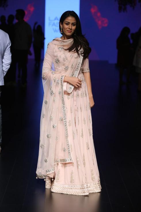 Mira Kapoor in baby pink gota patti lehenga   Anita Dongre Love Notes   Lakme Fashion Week 2016