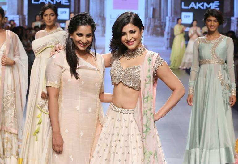Shruti Hasan in ivory lehenga with floral pastel lily print dupatta by Anushree Reddy at Lakme Fashion Week Summer Resort 2016