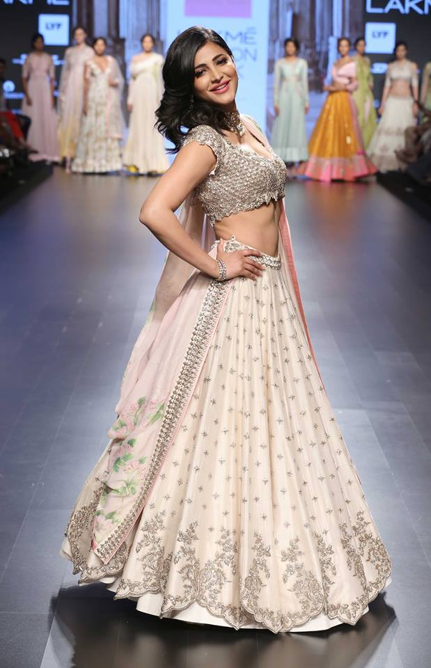 Shruti Hasan in ivory lehenga with scalloped handmade zardozi and floral pastel lily print dupatta by Anushree Reddy at Lakme Fashion Week Summer Resort 2016